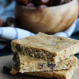 Peanut Butter Chocolate Chip No-Bake Protein Bars