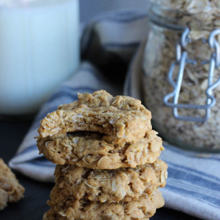 5-Ingredient, Flourless Peanut Butter Oat Cookies