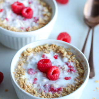 Raspberry Cheesecake Overnight Oats | dishingouthealth.com