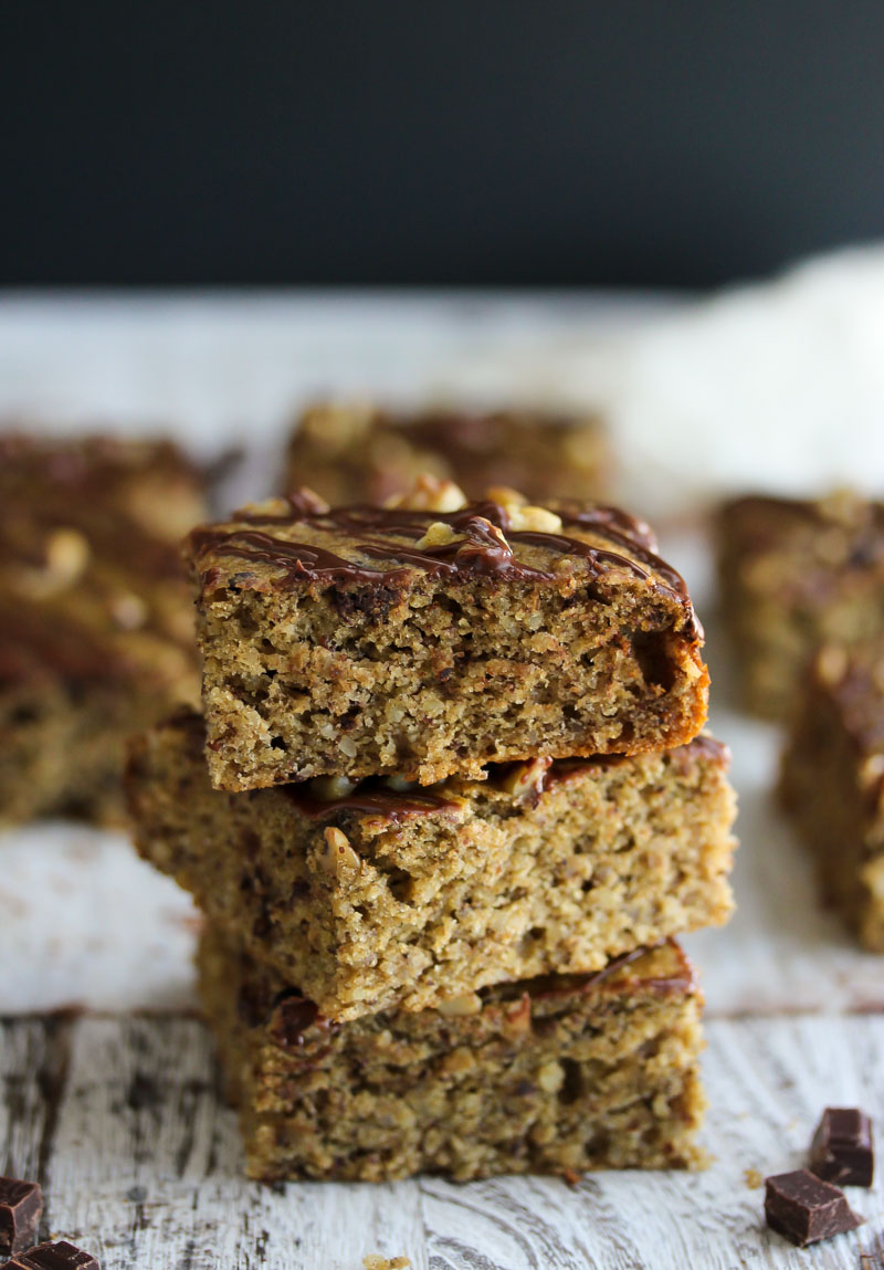 Chocolate Chunk Banana Bread Bars | dishingouthealth.com