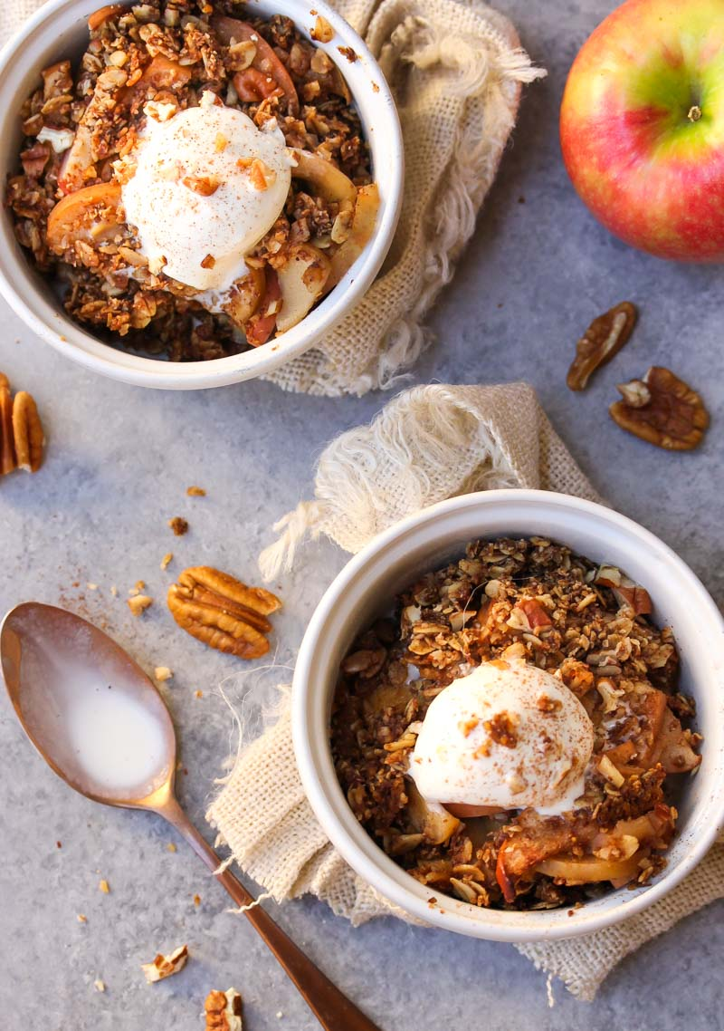 Slow Cooker Gingerbread Apple Pie Crumble   dishingouthealth.com