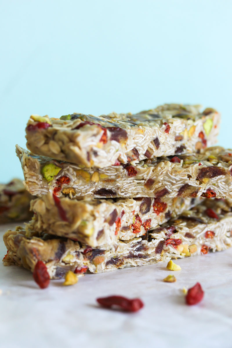 No-Bake Tahini Energy Bars (gluten free, vegan-friendly) | dishingouthealth.com