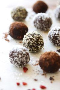 Raw Superfood Brownie Bites (vegan, gluten free) | dishingouthealth.com