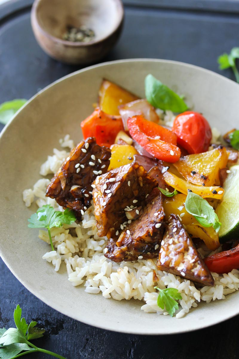Orange Teriyaki Tempeh Bowls | dishingouthealth.com