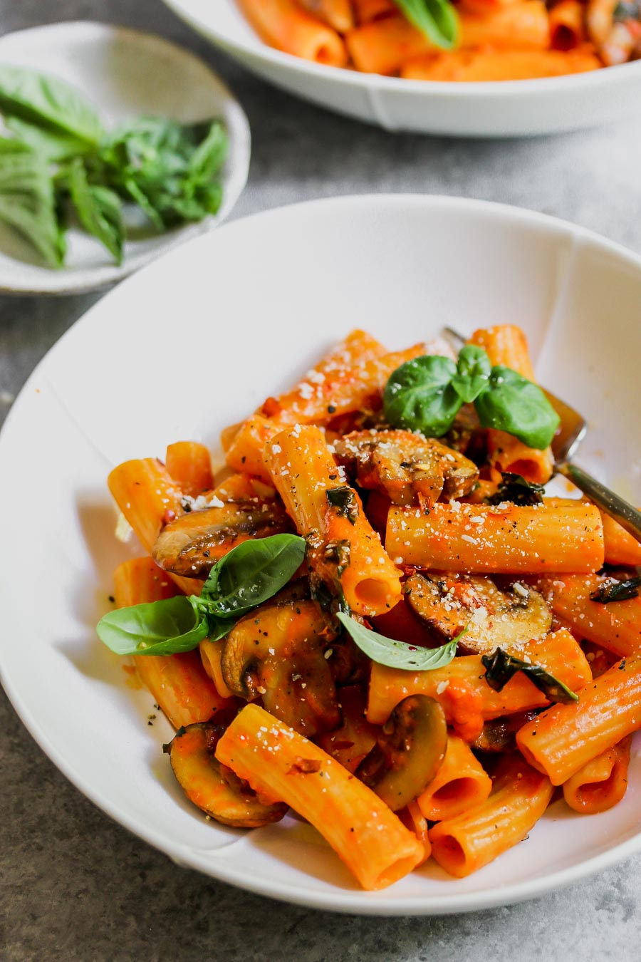 5 Ingredient Roasted Red Pepper Pasta with Mushrooms