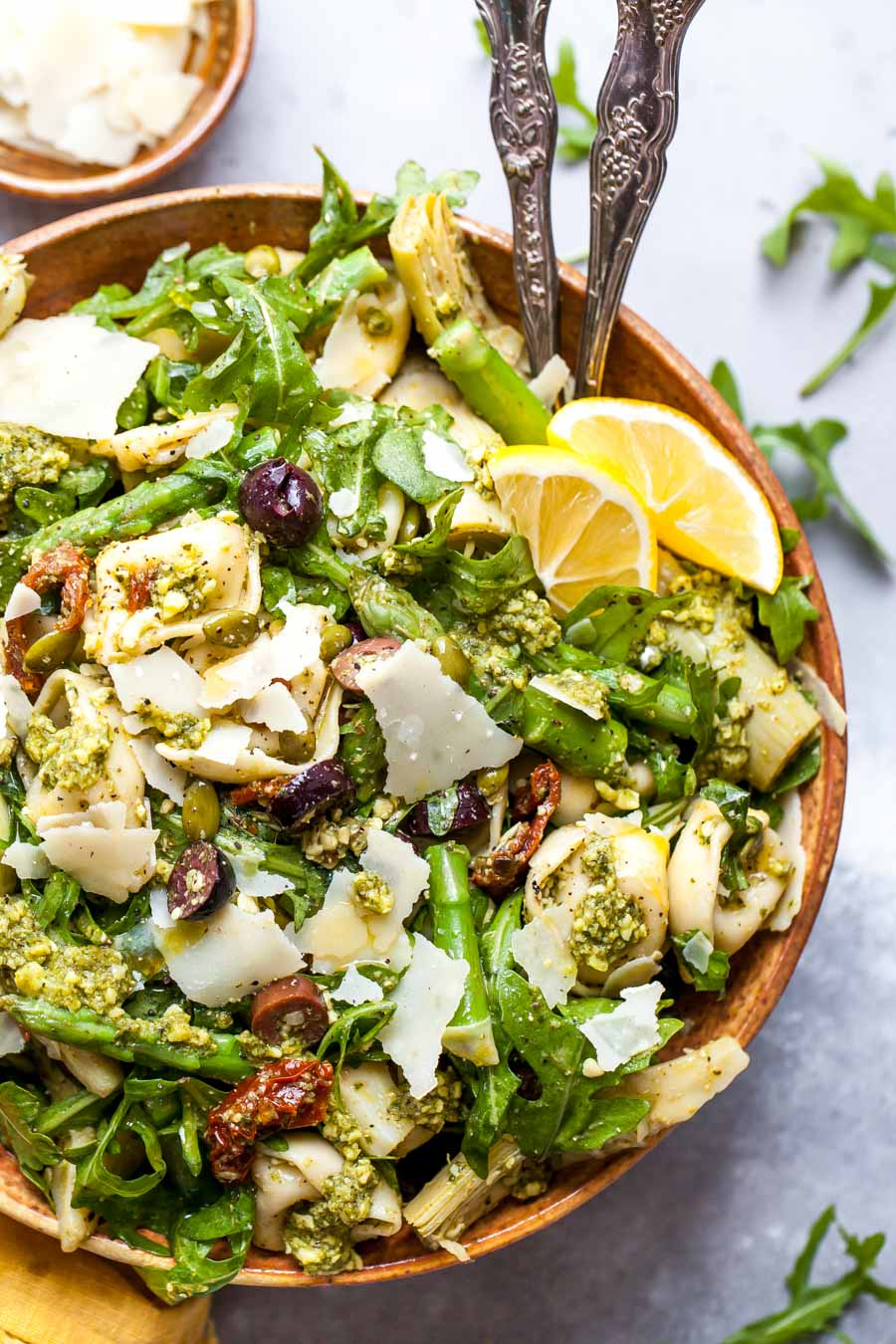 Mediterranean Tortellini Salad with Sun-Dried Tomatoes, Artichokes, and Pesto Sauce (30 Minutes)