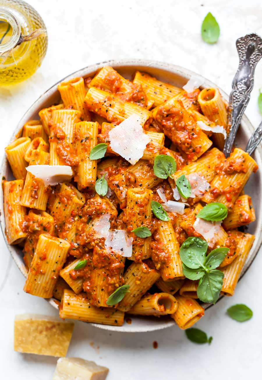 20 Minute Red Pesto Pasta with Rigatoni